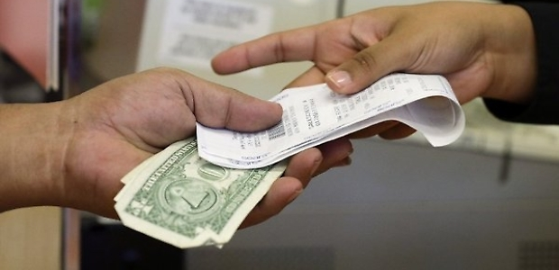 Largo al mignottometro: scontrini fiscali anche per le prostitute