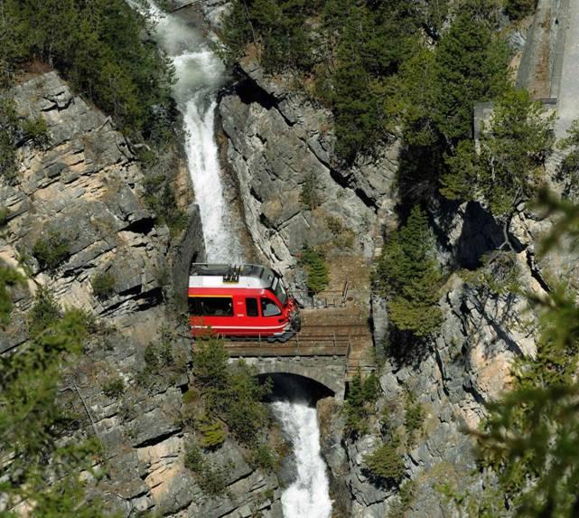 Il viaggio diventa indimenticabile a bordo del Bernina Express