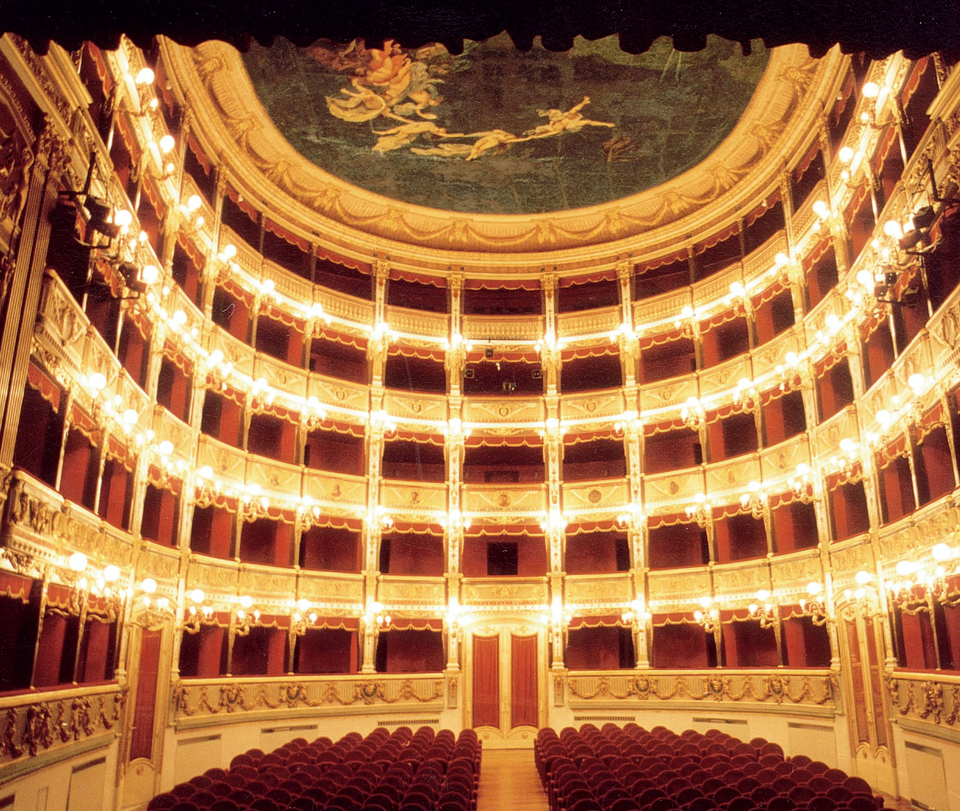 Salerno, del teatro non c'è più traccia