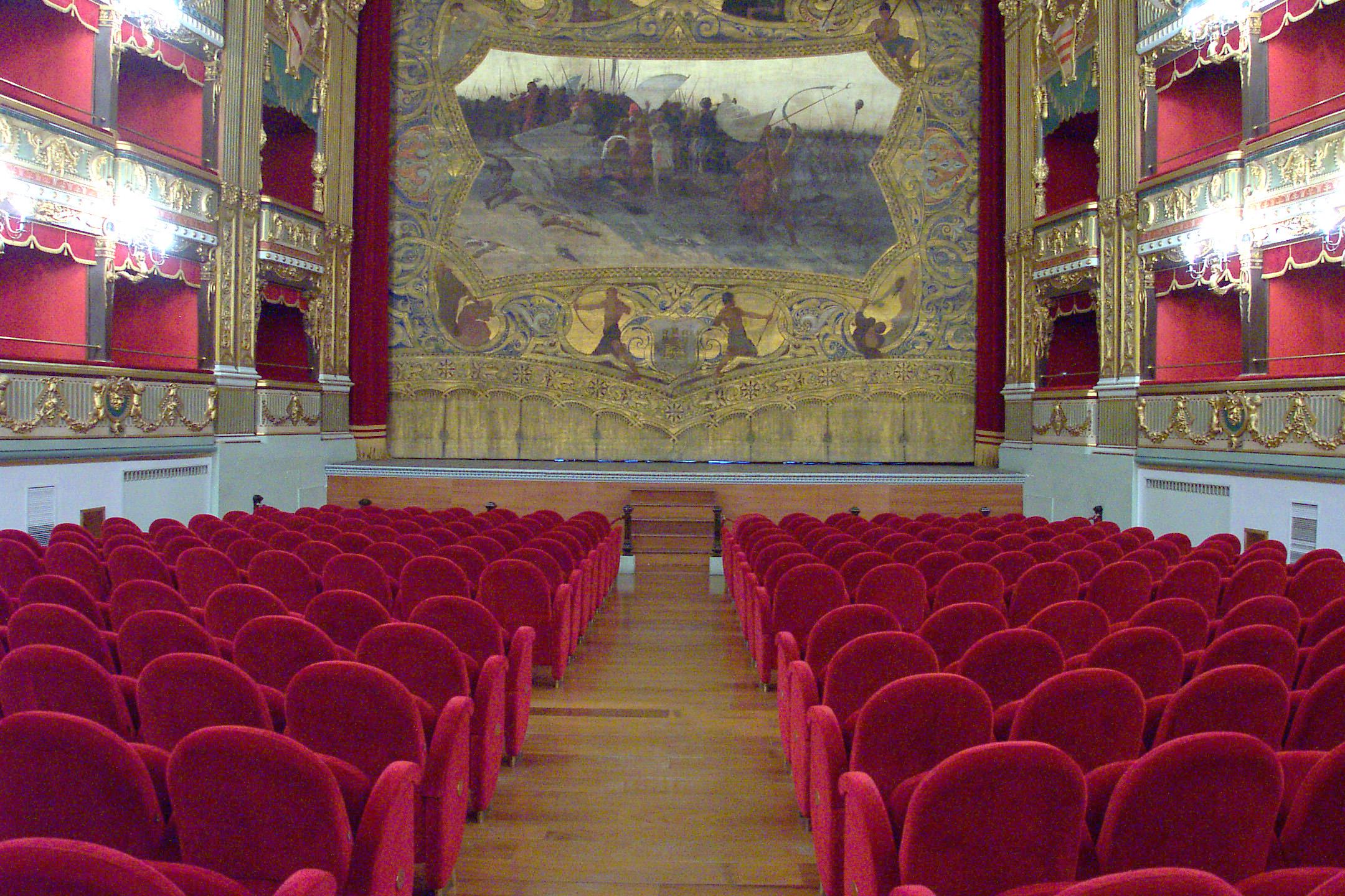 A Salerno l'agonia del teatro