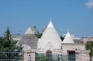 Trulli e Chiesa Matrice di Villa Castelli