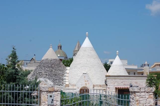 Villa Castelli a cavallo di due province e di due mari