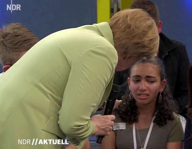 La Merkel e il pianto della giovane palestinese