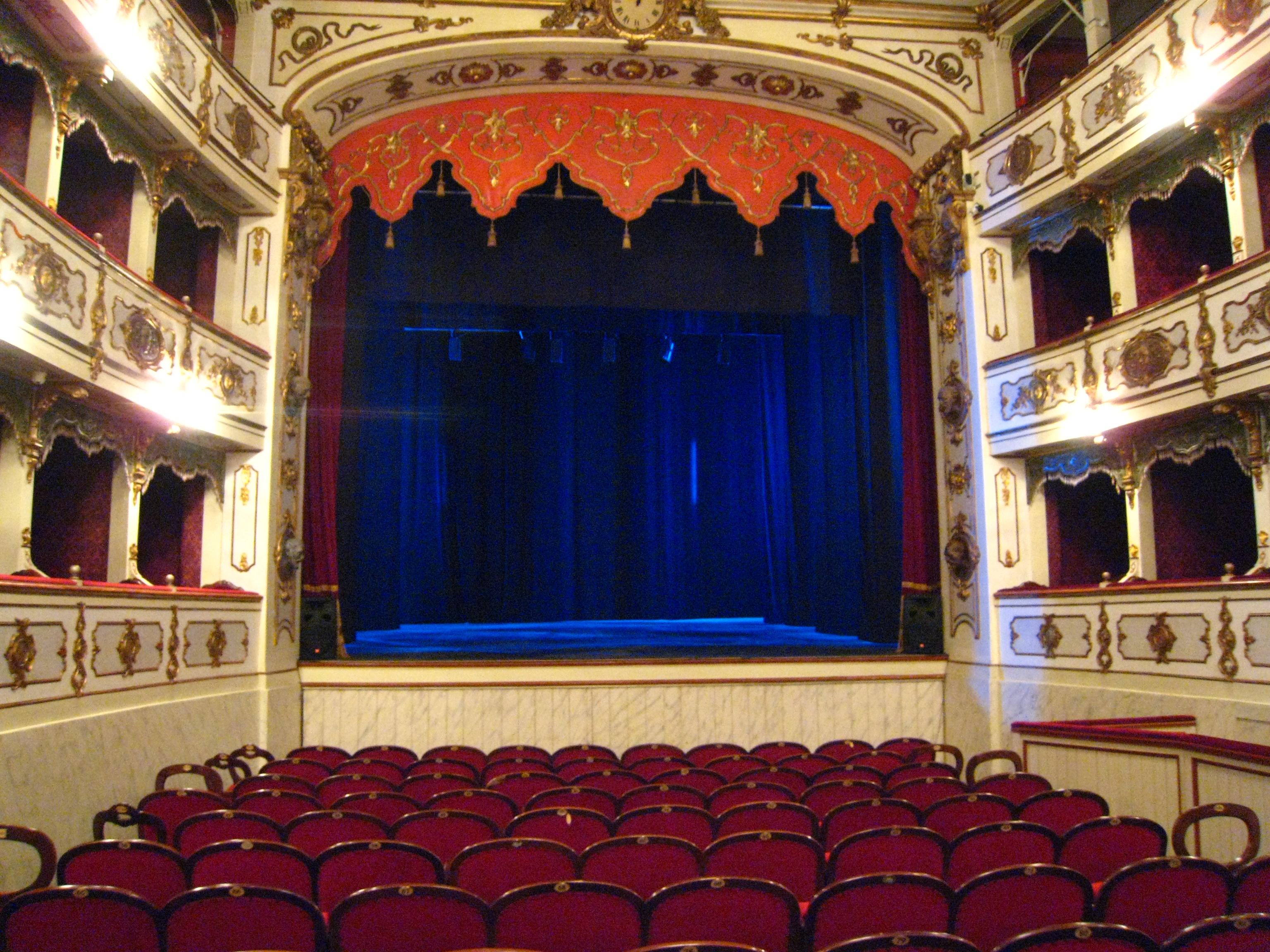 L'agonia del teatro