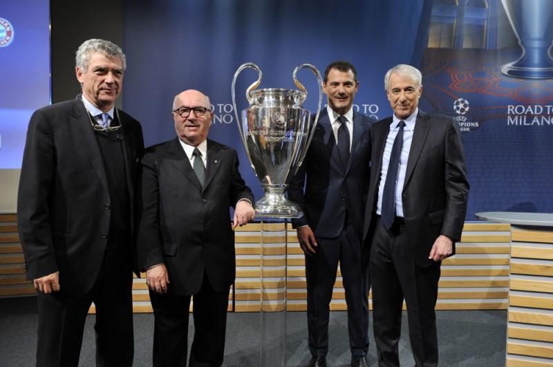 """La coppa della """"Champion"""" esposta al Comune di Milano"""