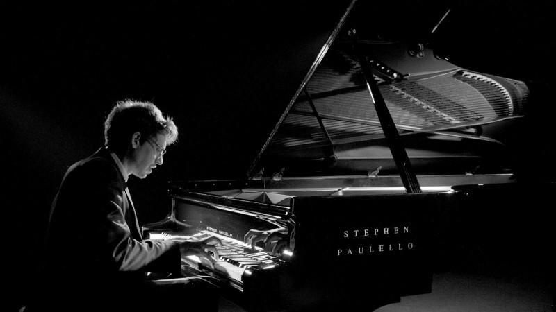 Un giovane, grande pianista fra tanti giovani entusiasti