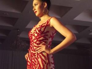 Una sfilata di abiti di alta moda tunisina