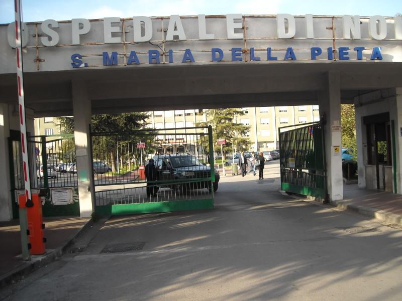 Campania, all'ospedale di Nola malati curati a terra: arrivano Nas e ispettori.