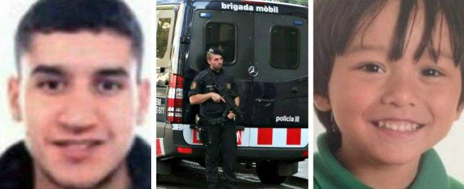 """Attentato Barcellona, caccia al terrorista in fuga: """"Cellula aveva contatti in altri Paesi Ue"""". Morto Julian, bimbo disperso"""