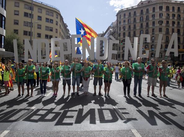 Referendum in Catalogna, cosa succede?  Le 8 domande per capire la crisi spagnola