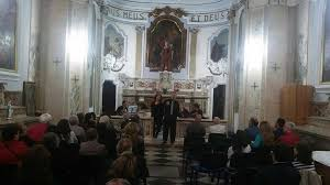 Miracolo di carità nel centro storico di Napoli